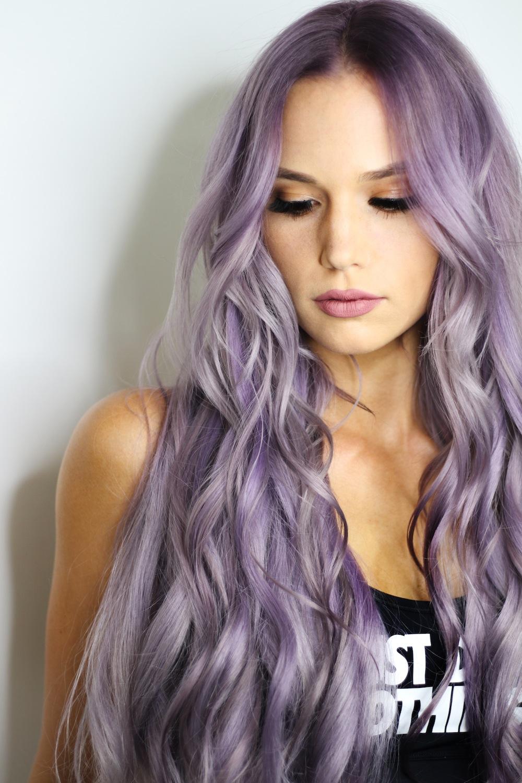 Ultraviolet maquillaje y cabello