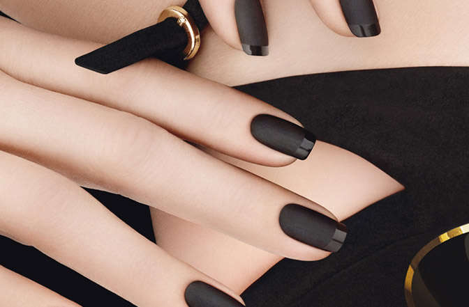 nails_black